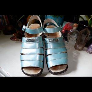 Vintage Moschino Sandals 💗💗💗